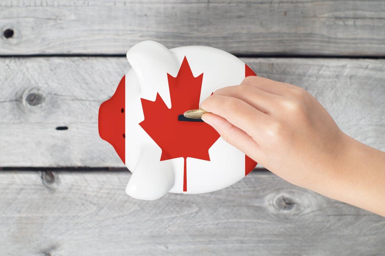Canadians Saving Money on the Holidays
