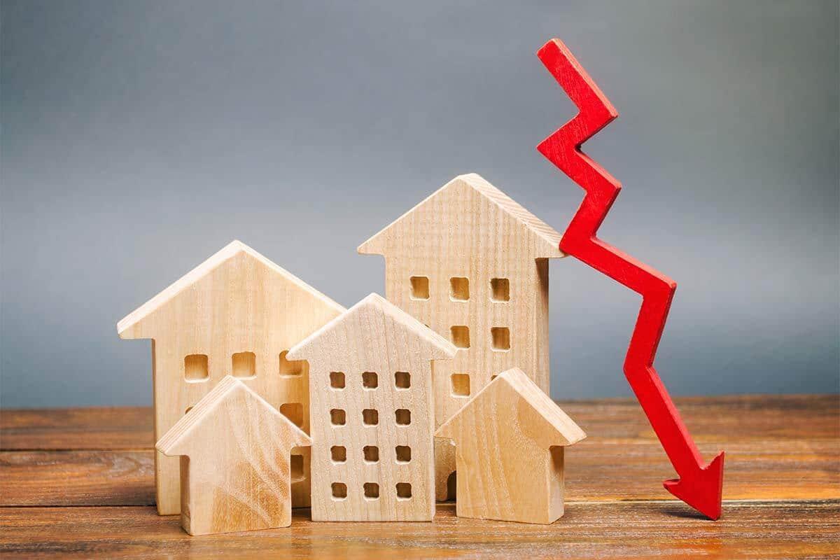 Chart showing Housing market going down